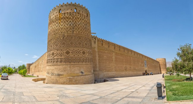 Иран. Шираз. Крепость Керим-хан. Vakil Fortress of the old citadel Karim Khan in the centre of the city Shiraz. Iran. Фото dbajurin - Depositphotos