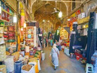 Иран. Шираз. Рынок Вакиль. Alley of Vakil Bazaar is always crowded, local stalls offer fragrant spices, dried fruits, herbs, cereals and nuts, Shiraz. Фото efesenko-Dep