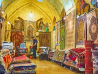Иран. Шираз. Рынок Вакиль. Interior of traditional carpet store in Vakil Bazaar, the carpets and rugs lie on the floor and hang on the walls in Shiraz. Фото efesenko - De