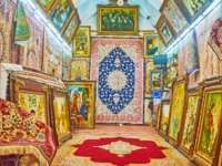 The carpet store in Vakil Bazaar offers scenic Persian kilims and framed tapestries with reproductions of famous pictures in Shiraz. Фото efesenko - Depositphotos