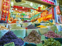 The dried flowers of crocus, rose and lavender are piled up into mounds and heaps in stall of Vakil Market in Shiraz. Фото efesenko - Depositphotos