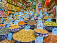 Иран. Шираз. Рынок Вакиль. The wide assortment of cereals, spices, nuts, seeds, herbs, dried flowers and barries in a stall of Vakil Bazaar in Shiraz. Фото efesenko-Deposit
