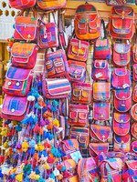 Иран. Шираз. Рынок Вакиль. The large amount of bags in ethnic style, produced from the woven material and leather in Shiraz. Фото efesenko - Depositphotos