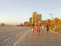 Израиль. Герцлия. People on the beach promenade and modern hotels in Herzliya, Israel. Фото felker - Depositphotos