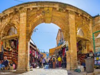 Израиль. Иерусалим. The medieval gate leads to the Aftimos Bazaar with its noisy merchants and colorful goods in Jerusalem.Фото efesenko-Depositphotos