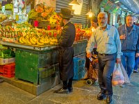Израиль. Иерусалим. The Mahane Yehuda market is the best place to choose fresh and tasty fruits and vegetables in Jerusalem. Фото efesenko-Depositphotos
