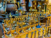 Израиль. Иерусалим. The menorah is seven-lamp (six branches) ancient Hebrew lampstand, nowadays used as the symbol and souvenir, Jerusalem. Фото efesenko-Dep