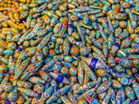 Израиль. Иерусалим. The colorful stone beads covered with the silver wire, Jerusalem, Israel. Фото efesenko - Depositphotos