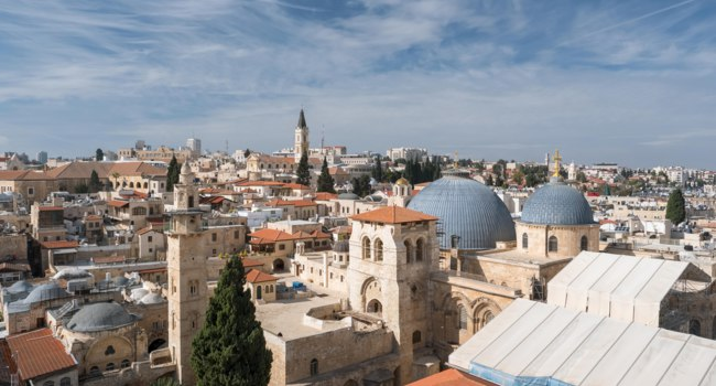 Израиль. Иерусалим. Top view of Jerusalem old city, christian quarter and the Church of the Holy Sepulchre. Фото mazzzur-Depositphotos