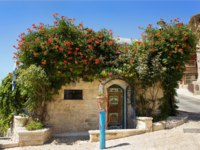 Израиль. Цфат. Old house in Safed in which lived and worked for an Israeli artist Moshe Castel, Upper Galilee, Israel. Фото irisphoto11-Depositphotos