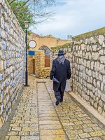 Израиль. Цфат. The old town consists of narrow streets, tiny backstreets, staircases, hilly roads and stone walls, Safed, Israel. Фото efesenko-Depositphotos
