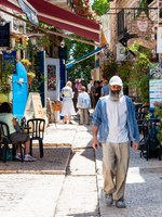Израиль. Цфат. People walking by the cozy, vibrant, colorful ancient Old Town street of Safed, Israel. Фото YKD-Depositphotos