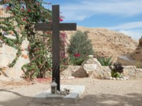 A large wooden cross near the grave in the cemetery in the monastery of St. George Hosevit near Mitzpe Yeriho in Israel. Фото svarshik1.gmail.com-Deposit