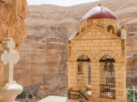 St. George Orthodox Monastery is located in Wadi Qelt. The sixth-century cliff-hanging complex, with its ancient chapel and gardens. Фото Jukov-Depositphotos