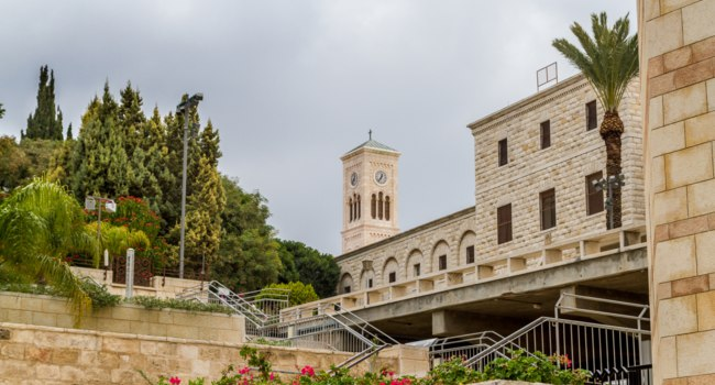Израиль. Назарет. Церковь святого Иосифа. Church of St. Joseph, view from Basilica of the Annunciation in Nazareth, Israel. Фото alefbet-Depositphotos