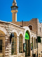 Израиль. Назарет. Al-Abiad or White Mosque in Nazareth, Israel. It is the oldest ottoman mosque in the city. Фото L_Andronov-Depositphotos