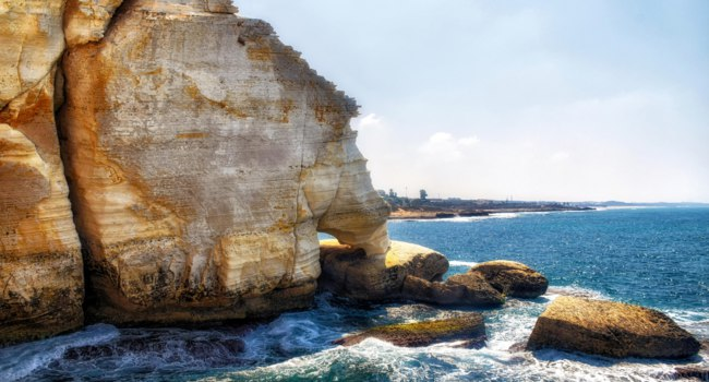 Израиль. Гроты Рош ха-Никра. Rosh HaNikra  is a geologic formation on the border between Israel and Lebanon. Фото atosan - Depositphotos