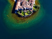 Клуб путешествий Павла Аксенова. Италия. Озеро Комо. Lierna -Como Lake (IT) - Aerial view of the Castle in the ancient village. Фото rebaisilvano - Depositphotos