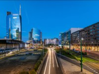 Италия. Панорама Милана. Milan skyline with skyscrapers in Porta Nuova business district day to night transition timelapse in Milan, Italy. Фото neiezhmakov-Deposit