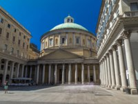 Италия. Милан. San Carlo al Corso timelapse hyperlapse is a neo-classic church in the center of Milan. Blue sky at summer day. Фото neiezhmakov - Depositphotos