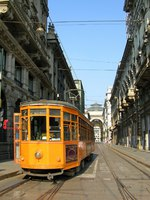 Италия. Милан. Old orange tram on the street of Milano, Italy. Фото  Olena Buyskykh Depositphotos