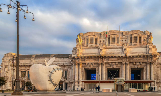 The monumental sculpture The Reintegrated Apple by Michelangelo Pistoletto, in front of Milan's central railway station, in morning light. Фото florin1961-Deposit