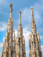 Клуб путешествий Павла Аксенова. Италия. Миланский собор. Architectural detail of the famous Milan Cathedral in Italy. Фото lucianmilasan - Depositphotos