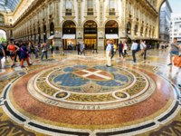 Tourists are walking in the Galleria Vittorio Emanuele II on the Piazza del Duomo in central Milan. Фото scaliger - Depositphotos