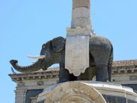 Италия. Сицилия. Катания. Black Elephant in Catania, Sicily, Italy. Фото sergio_pulp - Depositphotos