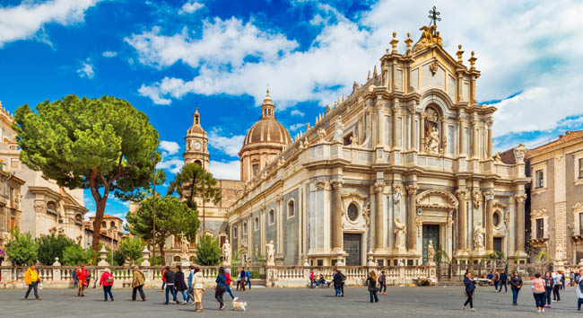 Италия. Сицилия. Катания. View of the Cathedral of Sant'Agata in the historical center of the city. Catania, Italy. Фото RS.photography - Depositphotos