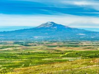 Италия. Сицилия. Катания. Panorama of Sicily with Mount Etna in the background. Southern Italy. Фото Leonid_Andronov - Depositphotos