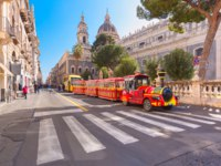 Италия. Сицилия. Катания. Tourist train near Catania Cathedral of Santa Agatha on sunny morning, Sicily. Фото olgacov - Depositphotos