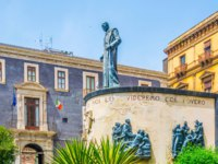 Италия. Сицилия. Катания. Monument of cardinal Dusmet in Catania, Sicily, Italy. Фото Dudlajzov - Depositphotos