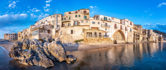 Клуб путешествий Павла Аксенова. Италия. Сицилия. Панорама Чефалу. Panoramic view at Cefalu, Sicily. Фото Frank-Peters - Depositphotos