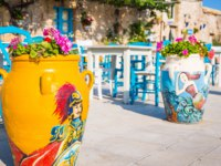 Tables and chairs setup in a traditional Italian restaurant in Marzamemi - Sicily during a sunny day. Фото perseomedusa - Depositphotos