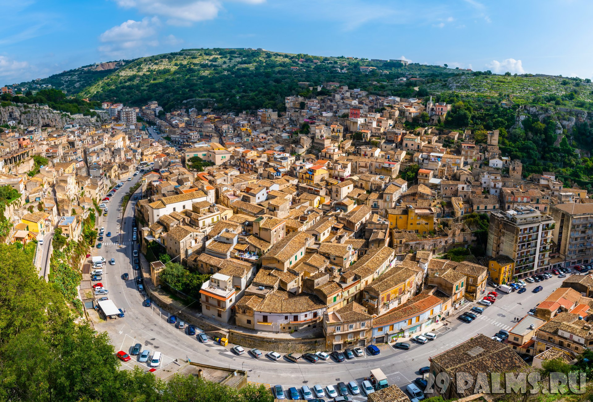 Клуб путешествий Павла Аксенова. Италия. Сицилия. Модика. Sicilian historic city Modica view from the top, Italy. Фото LxAn - Depositphotos