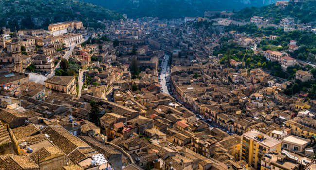 Клуб путешествий Павла Аксенова. Италия. Сицилия. Модика. Aerial view of the italian city Modica, Sicily. Фото LxAn - Depositphotos5