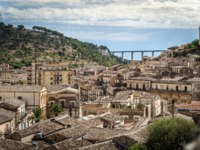 Клуб путешествий Павла Аксенова. Италия. Сицилия. Модика. Wonderful view over the village of Modica in the south of Sicily, ITaly. Фото sabinoparente-Deposit