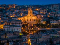 Клуб П.Аксенова. Италия. Сицилия. Модика. Modica at sunset, amazing city in the Province of Ragusa, in the italian region of Sicily (Sicilia). Фото e55evu-Deposit