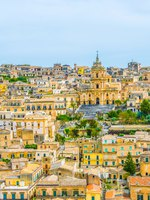 Италия. Сицилия. Модика. Aerial view of modica overlooking cathedral of saint george, Sicily, Italy. Фото Dudlajzov - Depositphotos