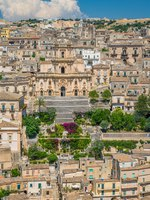 Италия. Сицилия. Модика. Panoramic view in Modica, amazing city in the Province of Ragusa, in the italian region of Sicily (Sicilia). Фото e55evu - Depositphotos