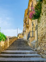 Италия. Сицилия. Модика. View of a stairway in Modica in Sicily overlooking city. Фото Dudlajzov - Depositphotos