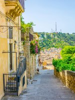 Италия. Сицилия. Модика. View of a stairway in Modica in Sicily. Фото Dudlajzov - Depositphotos