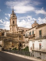 Италия. Сицилия. Модика. Wonderful view of the Saint George cathedral in Modica, Sicily. Фото sabinoparente - Depositphotos