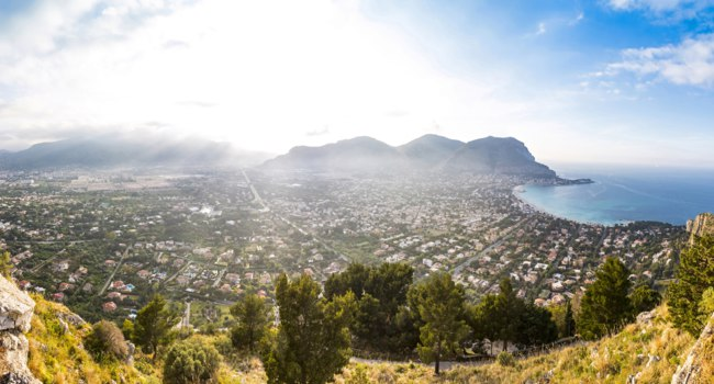 Италия. О. Сицилия. Монделло. Panoramic view of Mondello beach (Spiaggia di Mondello) in Palermo, Sicily, Italy. View from Mount Pellegrino. Фото katatonia82-Dep