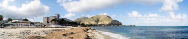 Клуб путешествий Павла Аксенова. Италия. О. Сицилия. Панорама Монделло. Panoramic view of Mondello beach in Palermo, Sicily, Italy. Фото gandolfos-Deposit