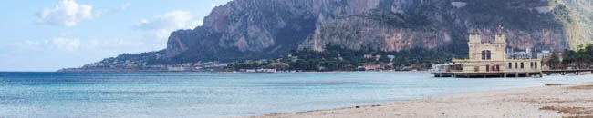 Клуб путешествий Павла Аксенова. Италия. О. Сицилия. Панорама Монделло. Panoramic view of Mondello beach in Palermo, Sicily. Фото gandolfos-Depositphotos
