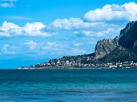 Клуб путешествий Павла Аксенова. Италия. О. Сицилия. Панорама Монделло. The famous beach of Mondello in Palermo, Sicily. Фото gandolfos-Depositphotos
