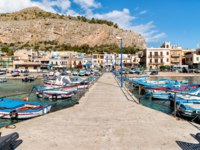 Италия. О. Сицилия. Порт Монделло. Small port with fishing boats in the center of Mondello. Фото elesi-Depositphotos