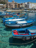 Италия. О. Сицилия. Порт Монделло. Boats in Mondello, near Palermo, the Cote d'azur. Italy. Фото KURLIN_CAfE-Depositphotos